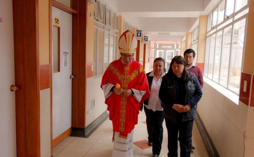 Visita pastoral de Monseñor al Hospital Livitaca